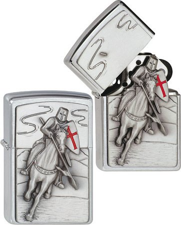Zippo Feuerzeug 1300106 Crusader Attack Emblem Benzinfeuerzeug, Messing, Brushed Chrome, 1 x 3,5 x 5,5 cm