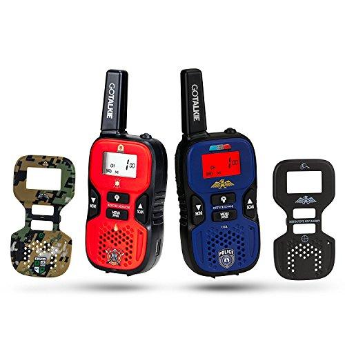 Dress Up America GoTalkie Set von 2 Long Range Portable und 4 Interchangable Police, Spy, Feuerwehrmann, Army Soldat Theme Platten with Built in Taschenlampe,LCD Bildschirm Radio Kids ()