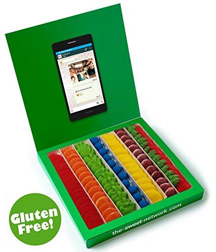 Caja tipo Whatsapp 23x23cm con mensaje personalizado, su interior contiene 750g de golosinas Rainbow
