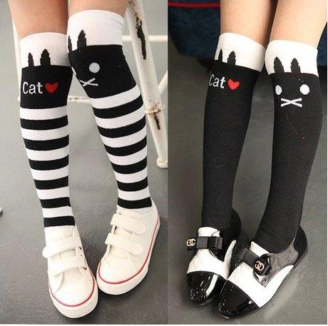 WeiMay Calcetines hasta la rodilla para niños y niñas, antideslizantes, diseño de gatos, color blanco y negro 2