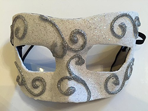 Halbmaske aus Papiermachè, handbemalt und handgefertigt.