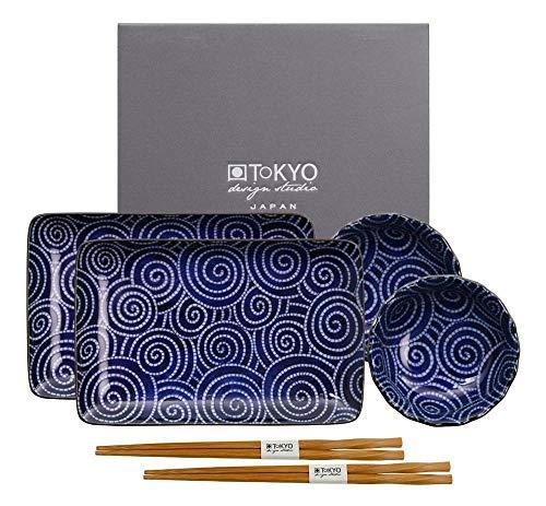Tokyo Design Studio, Nippon Blue, Sushi Set, 6teilig. 2 Sushi Platten, 2 Saucenschalen, 2 Paar Holz Chopsticks. Sushiteller Porzellan Set. Design Sushi-set