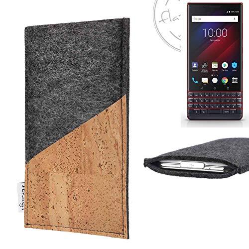 flat.design Handy Hülle Evora für BlackBerry Key 2 LE Dual-SIM handgefertigte Handytasche Kork Filz Tasche Case fair dunkelgrau