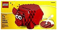 Età 7+ Costruisci questo classico maialino salvadanaio LEGO® e usalo per custodire le tue monetine. Inserisci le monete nella fessura e ruota gli occhi e le orecchie del maialino rosso per fargli assumere divertenti espressioni.