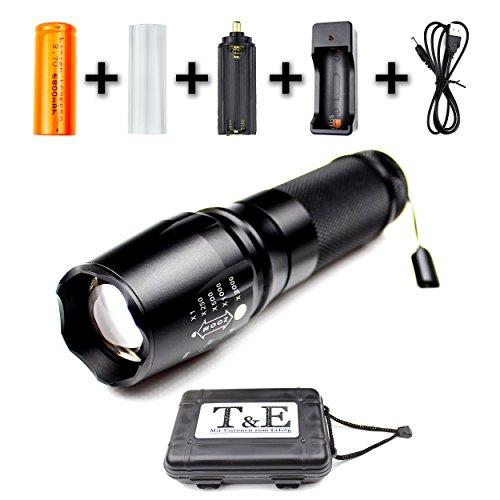 Preisvergleich Produktbild Taschenlampe Hochleistungs Cree LED - Hochwertiges Set - USB Ladegerät + 26650 Akku - 1200 Lumen - Einstellbarer Zoom - 5 Beleuchtungsmodi - Stoßfest - Schwarzes Aluminium