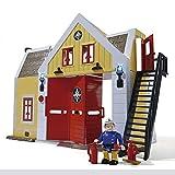 Estación de bomberos de la serie SAM el Bombero, Fantástica estación de bomberos con todos los detalles, puesto de mandos para recibir las llamadas de emergencias, vestuarios, comedor y cocina. El puesto de mando incluye barra deslizadora para emerge...