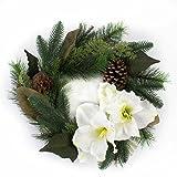 artplants - Künstlicher Kranz mit Zapfen, Amaryllis & Beeren, Ø 35 cm - Türkranz Weihnachten/Deko Tischkranz