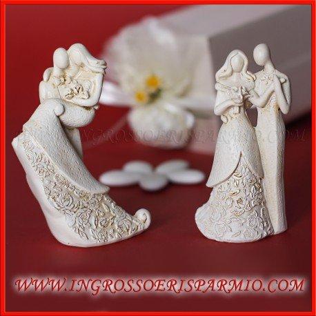 Statuine in resina bianca assortite e decori intagliati a forma di sposini stilizzati innamorati (standard) - bomboniera matrimonio, anniversario (kit 48 pz + confezione)