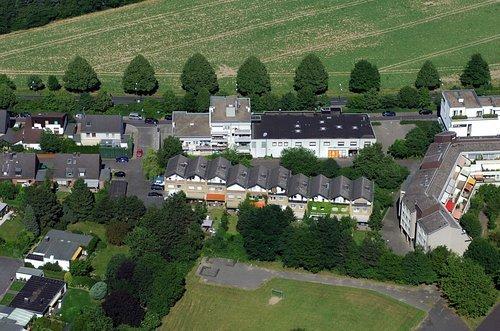 MF Matthias Friedel - Luftbildfotografie Luftbild von Rilkestraße in Neuss (Neuss), aufgenommen am 20.06.05 um 16:19 Uhr, Bildnummer: 3485-09, Auflösung: 4288x2848px = 12MP - Fotoabzug 50x75cm