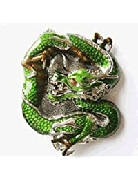 Hebilla de cinturón de dragón en el baño verde