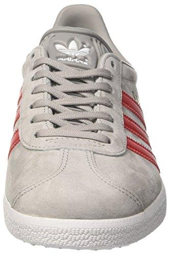adidas Gazelle, Formatori Bassi Unisex – Adulto Grigio (Mgh Solid Grey/scarlet/ftwr White)