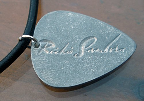 RICHIE SAMBORA BON JOVI GUITAR PICK METAL ZAMAK PENDANT WITH LEATHER CORD 48 CMS.