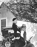 WARREN BEATTY AS CLYDE BARROW, FAYE DUNAWAY AS BONNIE PARKER FROM BONNIE AND CLYDE #1 - Photo cinématographique en noir et blanc- AFFICHE - 60x50cm
