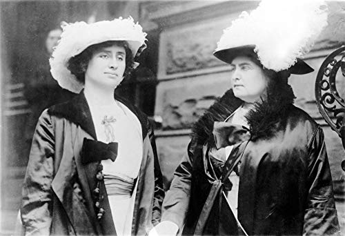 Helen Keller (Left) with Her Instructor Anne Sullivan Macy In 1912. Courtesy: CSU Archives/Everett Collection Poster Print (91,44 x 60,96 cm)