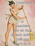 Pin Up Girl Hausarbeit ist etwas, das Sie, dass niemand bemerkt, bis Sie tun es nicht Retro Shabby Chic Vintage-Stil Bild Metall Wandschild Schild (150mm x 100mm)