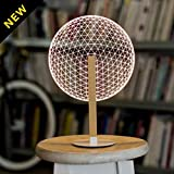 Ogni lampada della collezione Bulbing è realizzata con un sottile foglio di vetro acrilico che è stato inciso a laser per creare un effetto 3D nell' emissione luce. Una volta accessa, si erge maestosa sulla sua base in legno, creando una bell...