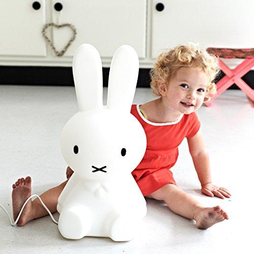Miffy Lampe S (50cm Höhe) - bruchsichere kindergroße Häschen Kinderlampe - Wohnaccessoire für jedes Kinderzimmer auch als Schlaflicht - warmes LED Licht