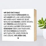 Wir sind eine Familie - einzigartiges Holzbild 15x15x2cm zum Hinstellen/Aufhängen, echter Fotodruck mit Spruch auf Holz - schwarz-weißes Wand-Bild Aufsteller Zuhause Büro Dekoration oder Geschenk