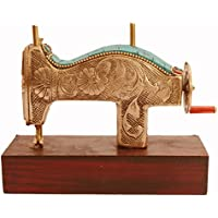 Purpledip Réplica en miniatura de máquina de coser en latón puro con una espectacular piedra preciosa