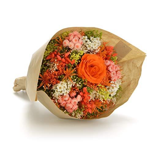 Ramo inspirado en las características y colores del jardín a través de un nido hecho a mano con hierbas naturales. En movimiento por sus colores y formas, pero al mismo tiempo con una apariencia compacta. La rosa estabilizada se encuentra en armonía ...