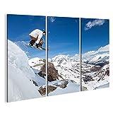 islandburner Bild Bilder auf Leinwand Springender Snowboarder hält eine Hand auf dem Snowboard auf Hintergrund des blauen Himmels Wandbild, Poster, Leinwandbild GSV