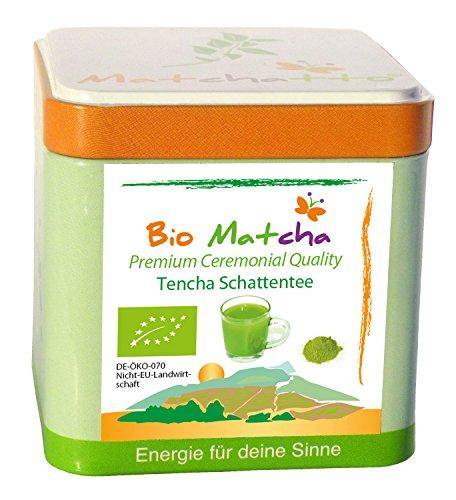 50g de poudre de feuilles de Matcha bio (soit l'équivalent de 30 à 50 boissons dans une élégante boîte à thé fournie avec un couvercle conservateur d'arôme très épais et une cuillère-mesure – boîte réutilisable)