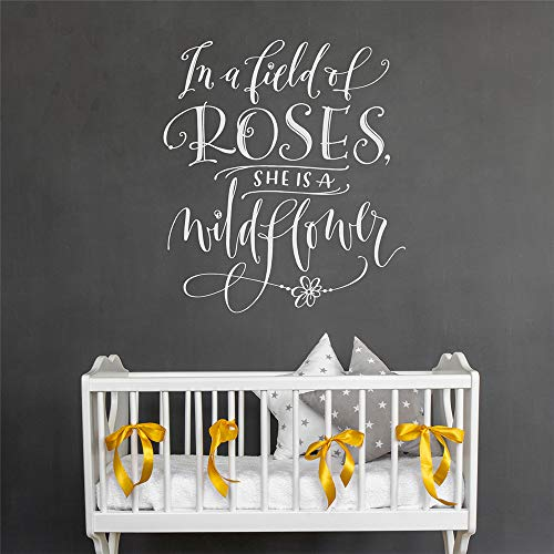 wandaufkleber k In einem Feld der Rosen ist sie Wildflower für Mädchen Zimmer