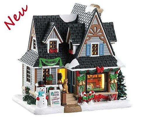 Lemax 85352 - Holiday Open House - Neu 2018 - Caddington Village - Beleuchtetes & Animiertes LED Porzellanhaus/Weihnachtshaus - Dekoration/Weihnachtsdeko - Weihnachtswelt/Weihnachtsdorf -