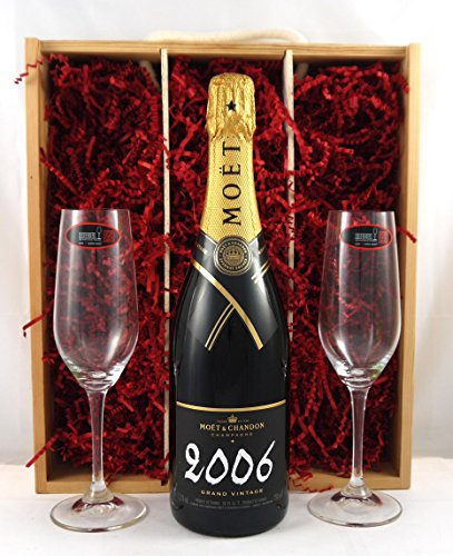 vintagewinegifts-moet-and-chandon-grand-vintage-brut-with-two-riedel-crystal-champagne-glasses-in-wo