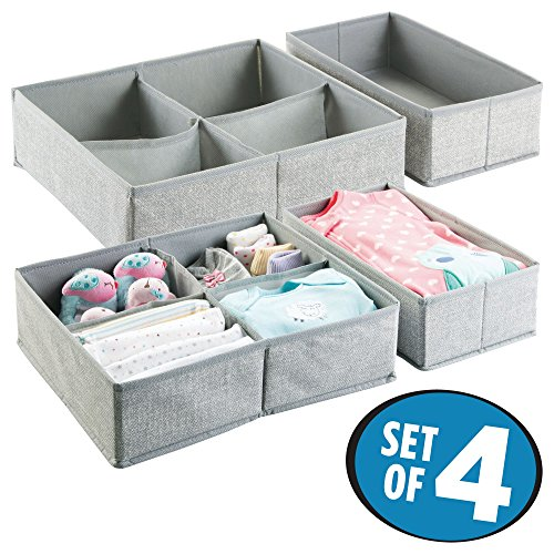mDesign 4er Aufbewahrungsboxen Set – Graue Aufbewahrungsboxen Kunststoff – Kinderschrank Schubladen Organizer für Kleidung, Kosmetik, Windeln, Tücher, Lotion, Medikamente (4 Schublade Korb)