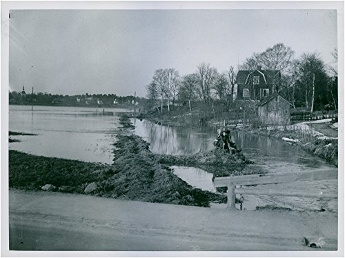 vintage-photo-of-flooded-lands-in-a-rby