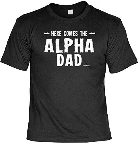 T-Shirt zu Weihnachten für Papa T-Shirt mit kleiner Schürze Here comes the Alpha-Dad Christbaum Shirt für Papa Geschenk Vater Weihnachtsgeschenk (Alpha-schürze)