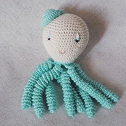Pulpo amigurumi para recién nacido en color aguamarina. Pulpo de ganchillo - crochet para bebé.