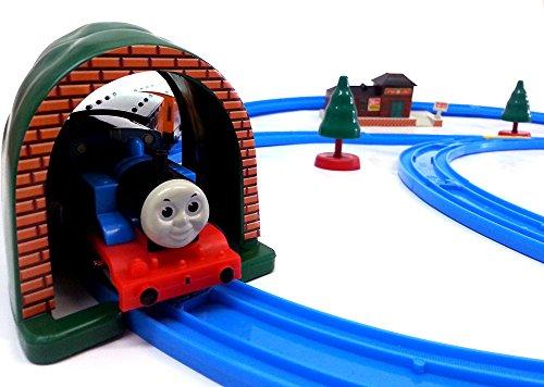 Brigamo 553 - Elektrische Eisenbahn Zug Set mit Thomas Lokomotive und Anhänger, umfangreiche Startpackung thumbnail
