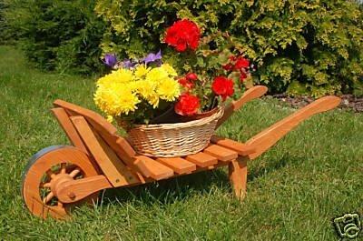 floristikvergleich.de Dekorative massive Schubkarre, behandelt aus Holz, Gartendeko, bepflanzen möglich, Pflanzkorb, Blumentopf, Blumentopf, Pflanzkübel, Pflanztrog, Pflanzgefäß, Pflanzschale, Pflanzkasten, Übertopf, Blumenkasten