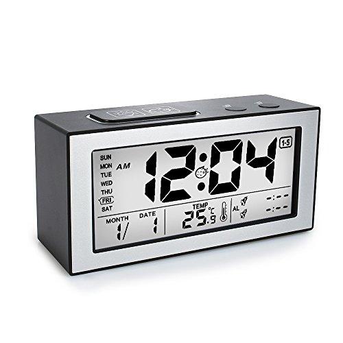 Digital Wecker, Lichtsensor betrieben mit großen Bildschirm, Snooze, Datum, Temperaturanzeige 2 Alarm und 3 Alarm-modus für Kinder, Teenager, Senior