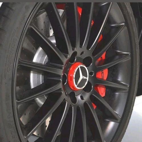 per Borchie Cerchi Lega UG 4X Tappi Coprimozzo 75mm Logo Mercedes Nero Rialzato AMG Classe A B C E CLA CLK M ML S 4Matic