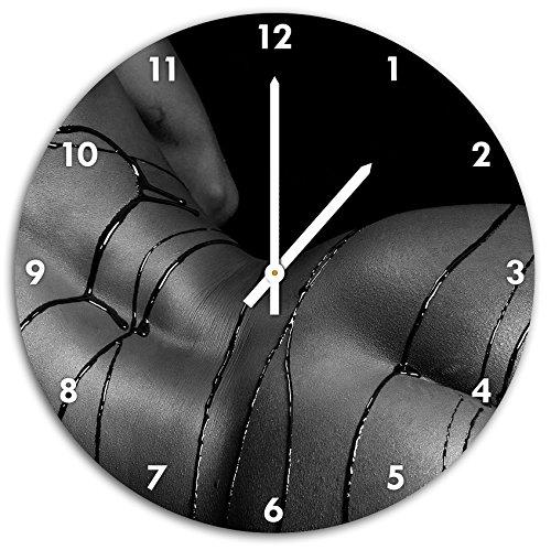 Femme nue au chocolat aspergée détail B & W, horloge murale avec les mains pointues et des objets de décoration de visage, Designuhr, composite aluminium très agréable pour salon, bureau