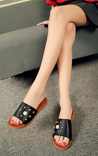Sommer-Perle flache Schuhe Nieten Wort Sandalen Frauen öffnen Zehe Sandalen und Pantoffeln Wild Schwarz