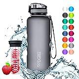 720°DGREE Trinkflasche 'uberBottle' - 1,5 Liter, 1500ml, Grau - Neuartige Tritan Wasser-Flasche - Water Bottle BPA Frei - Ideale Sportflasche für Kinder, Fitness, Fahrrad, Sport, Fussball