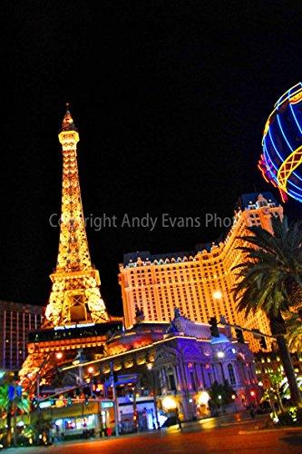 ein hochwertiger Fotodruck der Eiffelturm im Paris Hotel Casino bei Nacht Las Vegas Nevada USA America Hochformat Foto Farbe Bild Art Print oder Poster 16