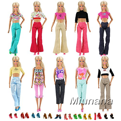 Miunana 20 Stück = 5 Tops Bluse T-Shirt + 5 Hosen Outfit + 10 Paar Schuhe für Barbie Puppen Doll -