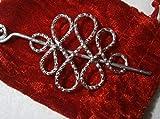 Tuchnadel funkelnd diamantiert gehämmert keltischer Knoten Alu in silberfarben als Geschenk