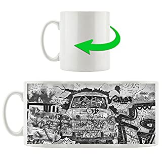 Monocrome, Trabant durch die Wand, Trabi DDR Kult, Motivtasse aus weißem Keramik 300ml, Tolle Geschenkidee zu jedem Anlass. Ihr neuer Lieblingsbecher für Kaffe, Tee und Heißgetränke