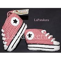 Baby stivaletti uncinetto, unisex. stile Converse All Star. rosa in polvere,, base bianca, 100% cotone, taglie da 0 a 12 mesi. A mano in Spagna.