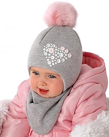 Marika Baby Mädchen Winter Set Mütze Halstuch Herz Blumen Bommel Grau Rosa Größe 40