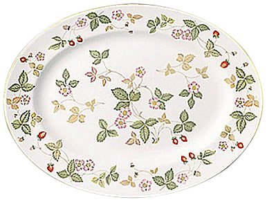 Wedgwood Wild Strawberry Becher Delphi Oval Platter 13.75