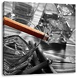 Zigarre auf Whiskeyglas schwarz/weiß, Format: 40x40 auf Leinwand, XXL riesige Bilder fertig gerahmt mit Keilrahmen, Kunstdruck auf Wandbild mit Rahmen, günstiger als Gemälde oder Ölbild, kein Poster oder Plakat