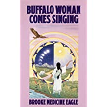 Buffalo Woman Comes Singing (English Edition)