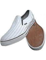 Globe Skateboard Schuhe Gotti Slip Ons White / Black Pinstripes